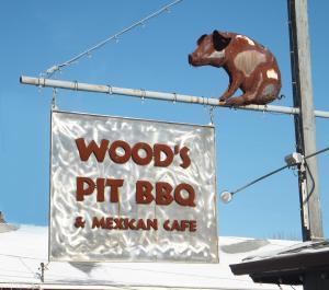 Wood's Pit BBQ Image