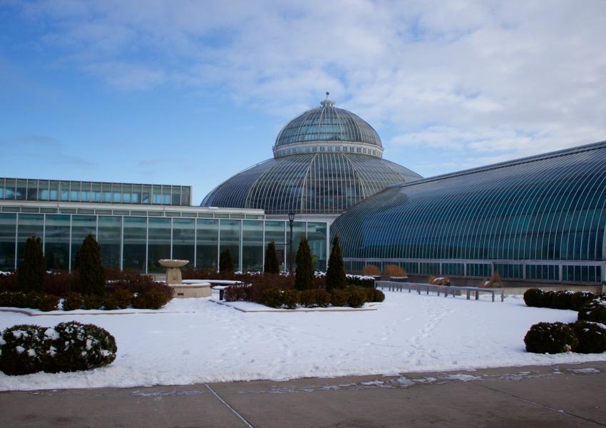 exterior of como park conservatory