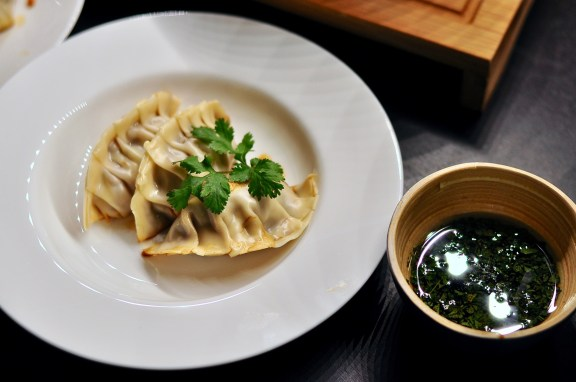 dumplings-hack-chinakohl-sauce