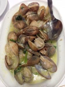 Clams in garlic sauce