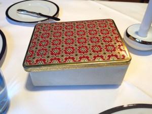 Decorative tin for next course