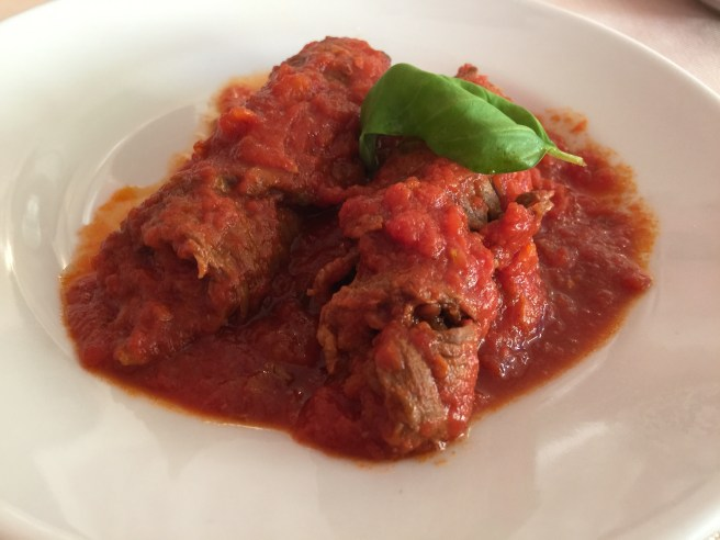 beef rolls in tomato sauce