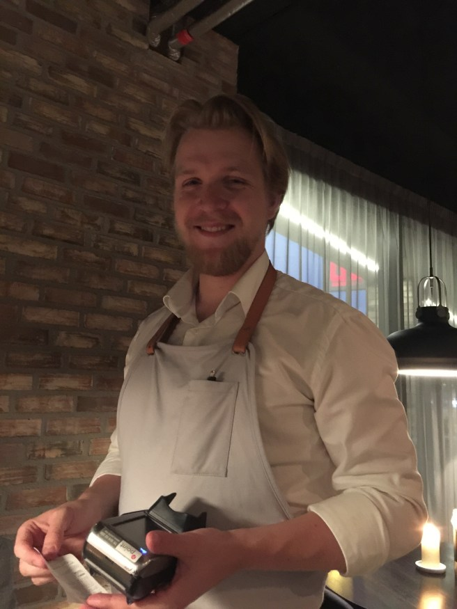 Nice waiter, Petter