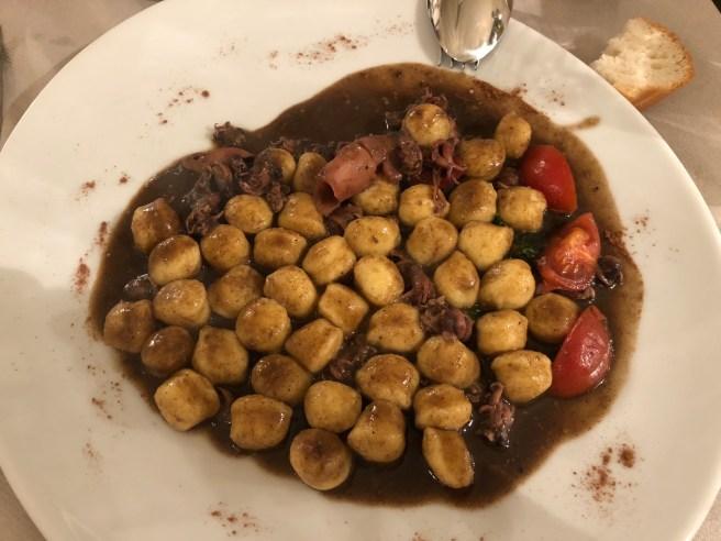 """Potato gnocchetti with small calmari """"zotoi"""" and cinnamon scent"""