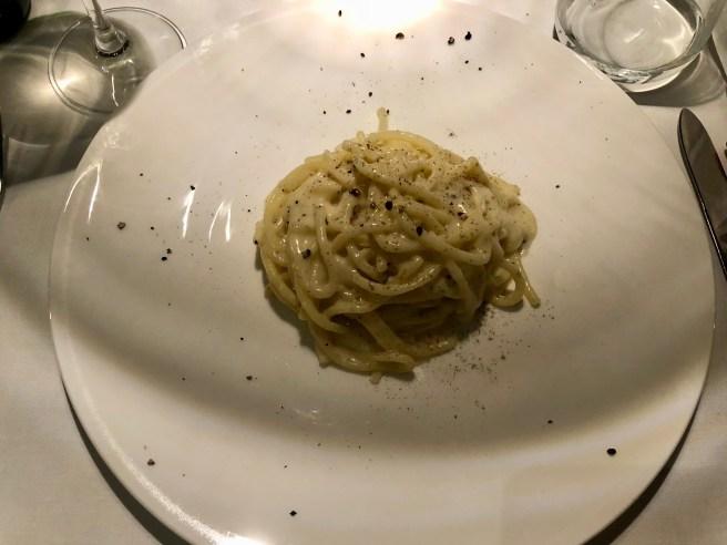 "Thick spaghetti of durum wheat ""cacio e pepe"""