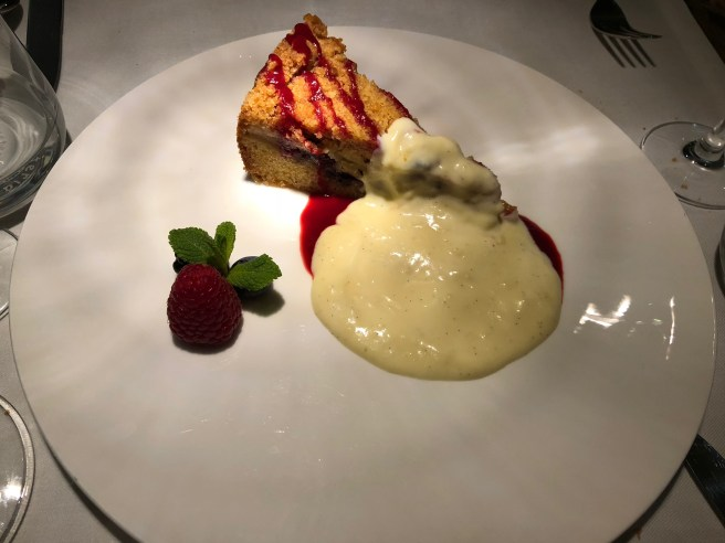 Pear pie with vanilla sauce