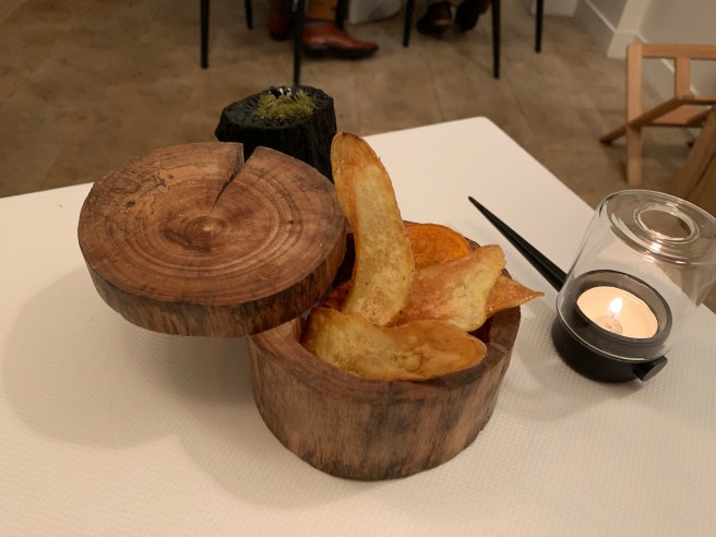 potato chips on table
