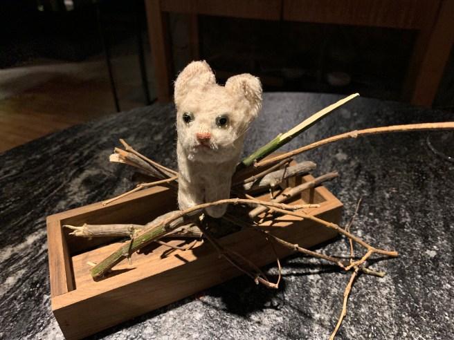 Frankie playe din the stick decoration