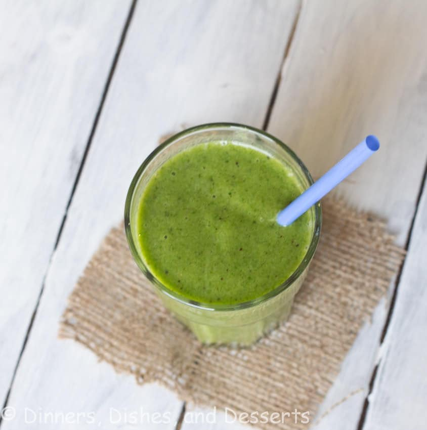 Kiwi & Spinach Smoothie - A healthy green smoothie that actually tastes good! I PROMISE you will never know there is spinach in there!