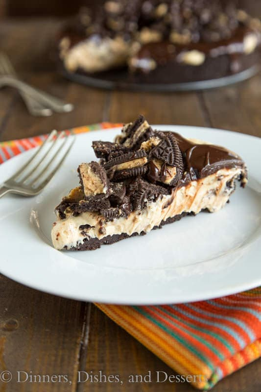 No Bake Peanut Butter Cheesecake - peanut butter and chocolate lover's dream come true!
