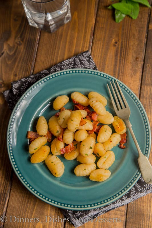Sweet Potato Gnocchi with Bacon & Sage - super quick dinner, ready in 20 minutes. Just one pan!