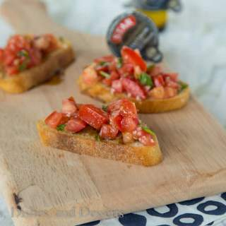 Easy Balsamic Bruschetta {Dinners, Dishes, and Desserts}