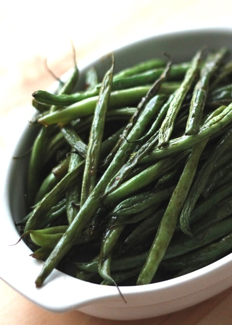 Sriracha Honey Roasted Green Beans {Barefeet in the Kitchen}