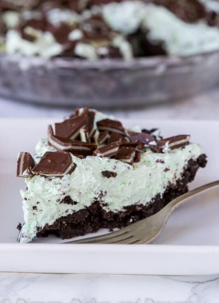 No Bake Mint Chocolate Chip Pie {Dinners, Dishes, and Desserts}
