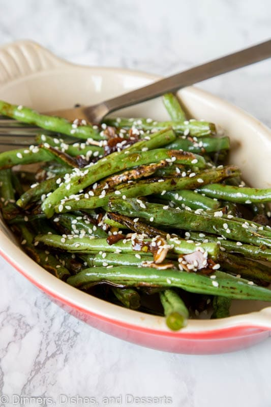 Roasted Green Beans with Sesame and Garlic - green beans ready in less than 10 minutes! Seasoned with sesame, garlic and topped with sesame seeds.
