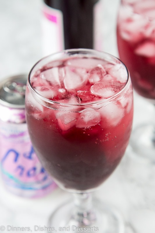 berry red wine spritzer close up