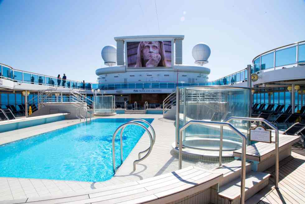 What to do on a Cruise Ship - have a cruise planned?  Wondering how to fill your time and make sure you don't get bored?  Here are lots of great ideas to keep you busy have having fun!