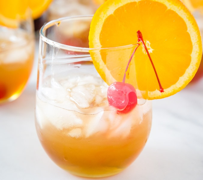 Amaretto Sour Recipe - a classic cocktail that is so easy to make an absolutely delicious! With just 4 ingredients it is so simple to make, it will become your go-to cocktail!