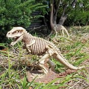 Design Toscano Halloween Figur Bad to the Bone, Jurassic T-Rex Raptor Dinosaur Statue, beige
