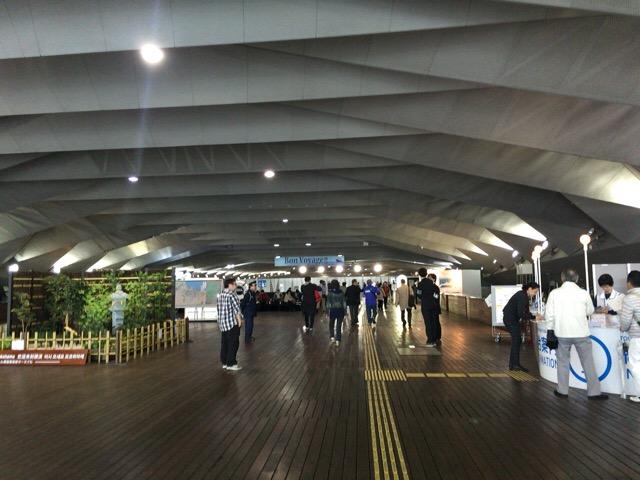 横浜港の室内