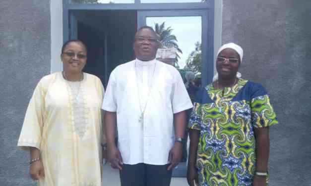 La supérieure régionale des Soeurs Servantes du Saint Coeur de Marie en visite dans le diocèse d'Idiofa.