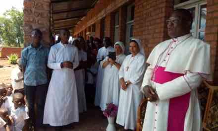 Les sœurs  de Filles de la croix en visite à Kilembe
