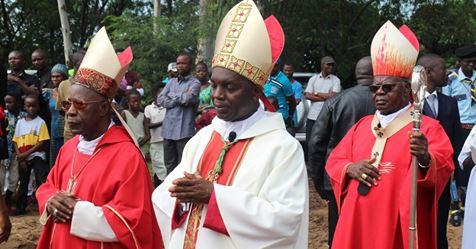 Monseigneur Jean-Pierre Kwambamba intronisé Évêque de Kenge.