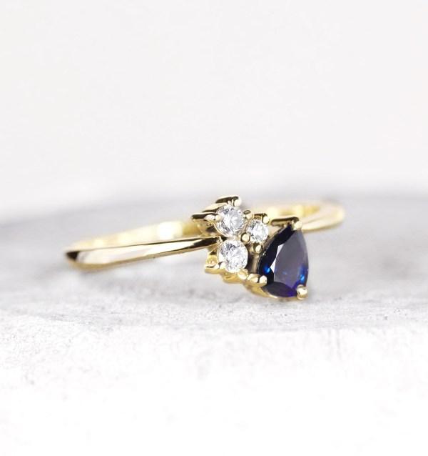 blue-sapphire-diamond-engagment-ring