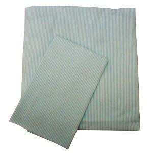 lençol de berço de elástico e fronha dobrados listrado verde água e branco