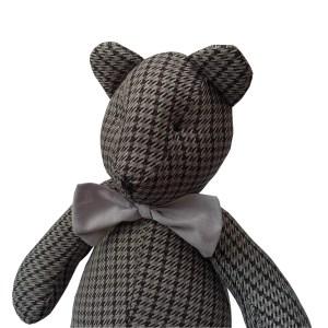 urso teddy sentado cinza escuro