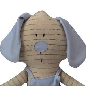 cachorrinho de pano estilizado com macacão