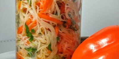 Thai Noodle Salad is mason jar friendly