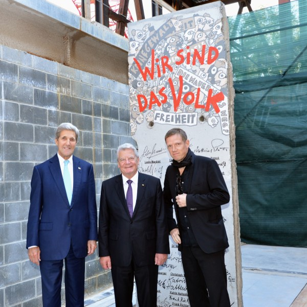 Berlin Wall, Diplomacy Center, pavilion