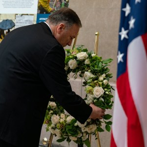 Pompeo lays a wreath down by the flag