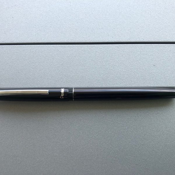 """As chief Camp David Accords legal advisor to President Carter, Herb Hansell brought this """"official"""" treaty signing pen to the ceremony. Carter surprised Hansell by breaking protocol in using his own pen. Carter's executive secretary, Susan Clough, sent Hansell's pen back to him accompanied with this memo [reproduction]."""