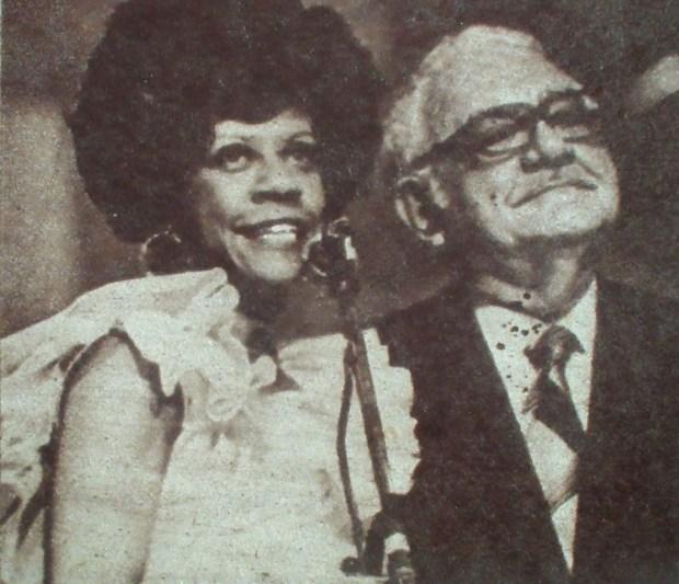 Asenneh Rodríguez presenta a Arcaño en el Guzmán 79. Tomado del Blog de Pedraza Ginori.