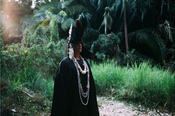 a_dream_dressed_in_black_costume_test_01