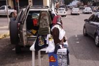 SOBRE|vivientes Vendedores Informales Perfil: Angélica Producto: Franelas Ubicación: Calle 12