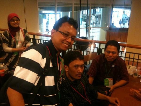 Semua mantan blogger harap kumpul di Starbuck lt2 untuk break... on Twitpic