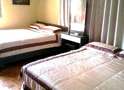 Ada 5 bilik tidur dengan 7 katil queen size & 1 katil king size