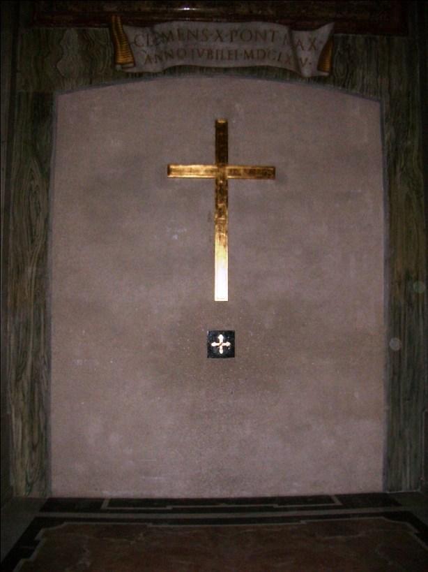 Lado interno murado Porta Santa Basílica São Pedro