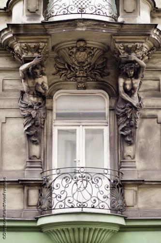 Decorazione in Art Nouveau di un balcone della città