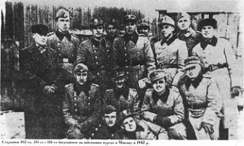 370px-Schuma_Battalion_102-115-118_leaders_(Minsk_1942)
