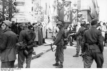 Rom, Festnahme von Zivilisten