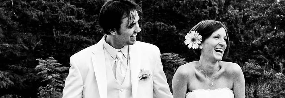 Dirk-and-Bonnie-Laughing-at-Wedding-940x325