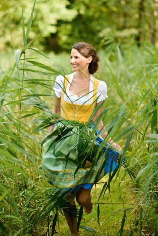 Baumwolldirndl in den Farben des Sommers 2015 - Gössl Design