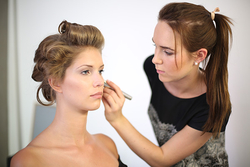 Brautkleid Frisur und Make-Up Spatt