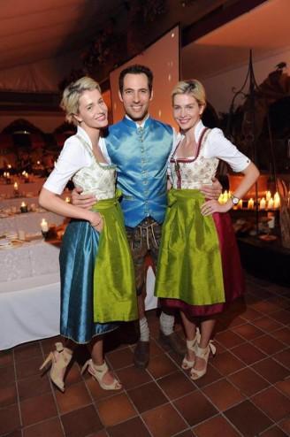 Wiesn 2016 - Promis - Meise Zwillinge im AlpenHerz Dirndl Laetitia