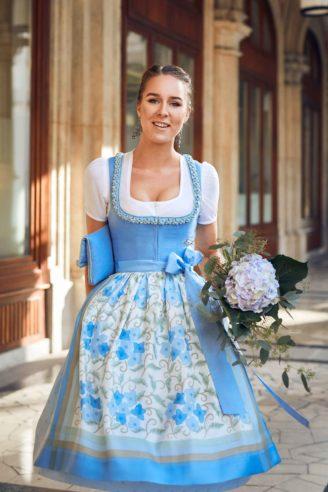 Blaues Leinendirndl Susanne Spatt 2020