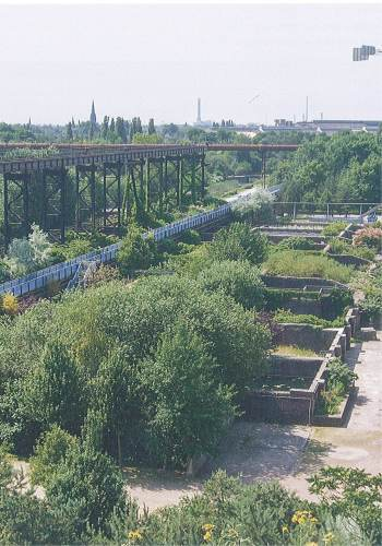 Pedestrian bridge across old ore bunkers at Landscape Park Duisberg-Nord / Latz + Partner